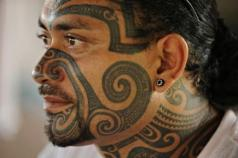 visage tatoué